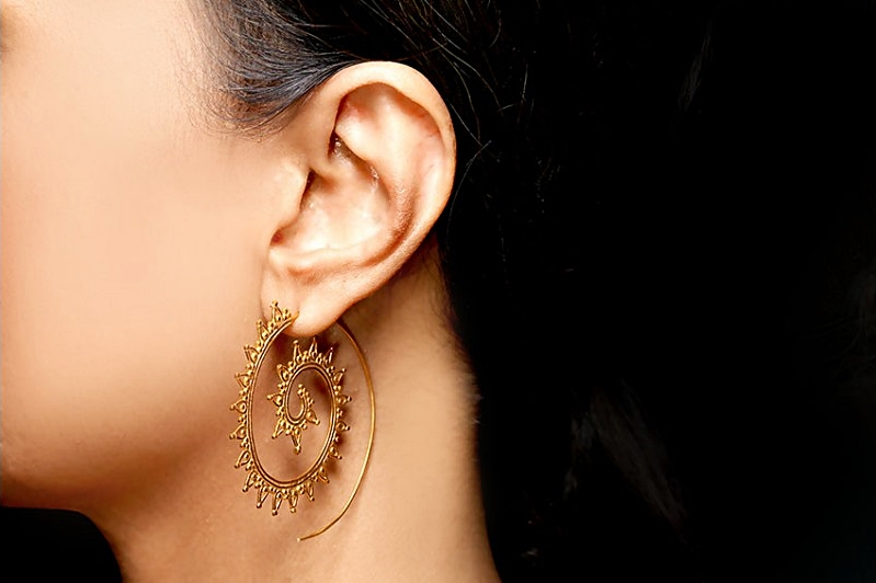 Petals Filigree Spiral hoop (gold plated)
