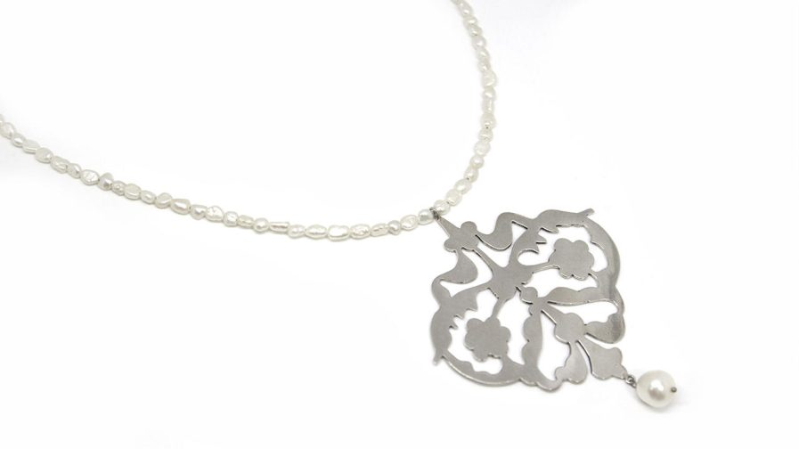 Silver Cutout and Pearls Necklace