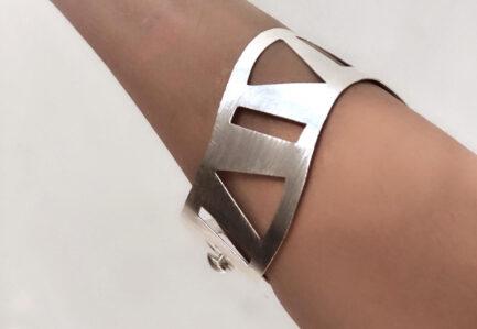 Irregular Cutout Clasp Cuff