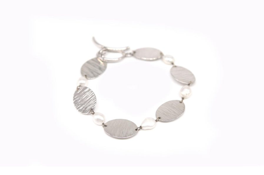 Oval Discs and Pearls Bracelet