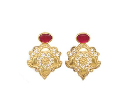 Filigree Damask Posts With Ruby Gold Plated