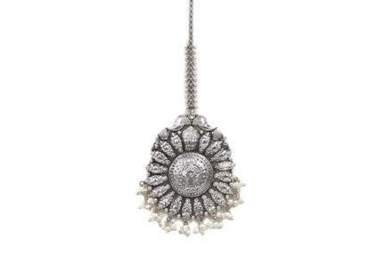 Yasmeen Silver Tikka With Hanging Pearls
